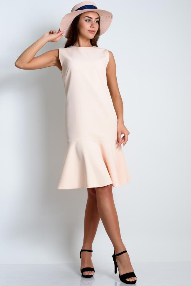 Платье с воланом персикового цвета