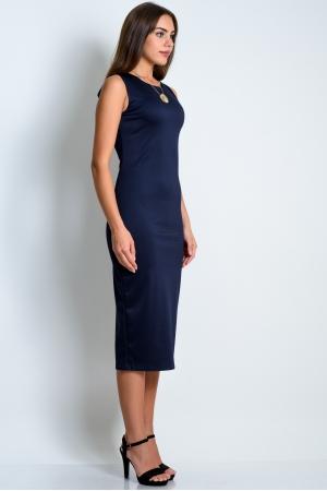 Темно-синее силуэтное платье